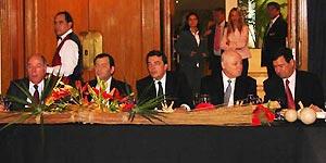 Nestor Ick junto a funcionarios provinciales y el embajador de Brasil